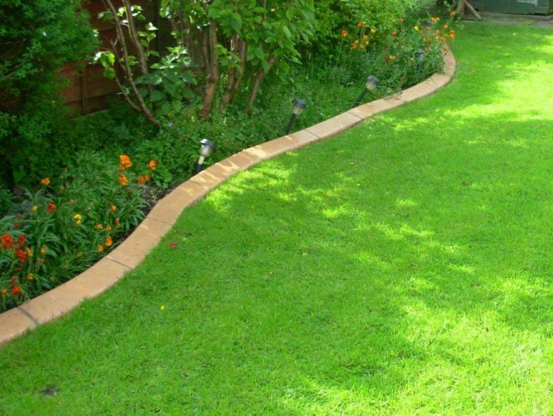 Garden lawn edging garden border edging and lawn edging for Garden trim